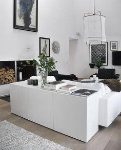 さらに、テレビ台、本棚、食器棚、どんな収納にもなれる優れもの。高さ低めの収納をソファのうしろに配置すれば簡単にローキャビネットとしてお部屋のゾーン分け機能も果たしてくれます。