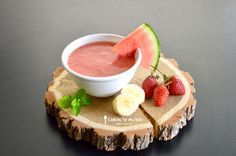 Recette pour bébé : Soupe de fruits frais : Pastèque, fraise et banane avec touche de menthe pour bébé (Dès 8 mois). Un régal pour les papilles pendant la diversification alimentaire !