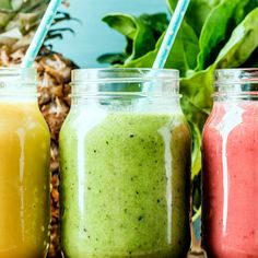 """Many smoothie chains boast """"fresh, healthy"""" smoothies, but that's not always the case. Here's how to order one that's actually good for you. Yummy Smoothies, Smoothie Drinks, Smoothie Recipes, Strawberry Pineapple Smoothie, Green Breakfast Smoothie, Coconut Smoothie, Dieta Detox, Natural Yogurt, Afternoon Snacks"""