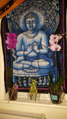 Gorgeous tapestry with an image of the Buddha, perfect for a meditation space :)
