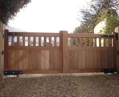 Modern and Natural Wood Gates Driveway Design Side Gates, Front Gates, Entrance Gates, House Entrance, Entrance Ideas, Gate Ideas, Timber Gates, Wooden Gates, Wooden Driveway Gates