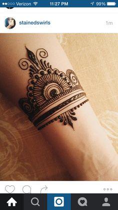 tattoo handgelenk aussen mandala blume armband tattoo. Black Bedroom Furniture Sets. Home Design Ideas