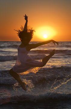 Richard Calmes. Dancing at the beach