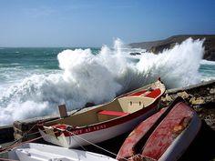 Un jour de tempête à Pors-Loubous, petit port dans la commune de Plogoff, - Finistère Bretagne