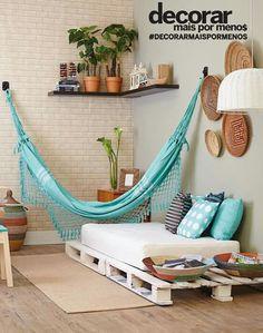 giường bằng pallet, mắc cái võng, chậu câu terracotta, lấy mấy cái mẹt + rổ treo tường trang trí là ok òi
