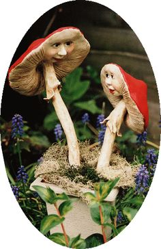 mushrooms with faces were made of paperclay (Dekovorm) and painted with oilpaint.