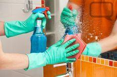 Limpar o banheiro não é das tarefas mais agradáveis. Poucas coisas na casa, porém, são tão necessárias quanto manter a higiene desse ambiente. Para facilitar o trabalho e evitar o acúmulo de