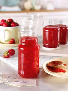 Fruchtiger Aufstrich aus Erdbeeren und Maracuja