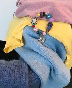 Armband als een kleurenwaaier.   Style Consulting Best Color, Seasonal Color Analysis, Color Me Beautiful, Season Colors, Summer Colors, Brooch, Seasons, Iridescent, Palette