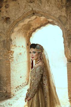 Look of the Day: Lailomah Shah - Sunday Desi Bride, Desi Wedding, Wedding Attire, Wedding Ideas, Pakistani Bridal Couture, Pakistani Wedding Dresses, Pakistani Bridal Jewelry, Bridal Looks, Bridal Style