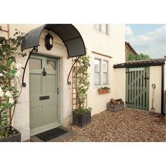 Pale green door and cream exterior Exterior Color Schemes, Exterior Paint Colors, Exterior House Colors, Exterior Design, Modern Exterior, Colour Schemes, Color Combos, Cottage Door, Cottage Exterior