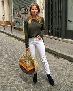 Sabina Socol, suéter verde, calça branca cropped, ankle boot preta