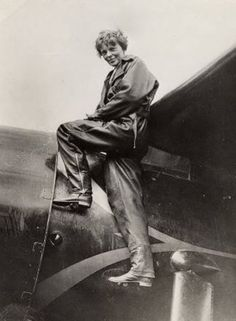 On 20 May 1932, Earhart set off from Newfoundland in a single engine Lockheed Vega 5B (NC7952), intending to fly to Paris to emulate Charles Lindbergh's 1927 solo flight