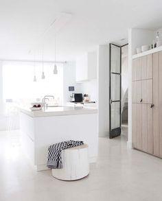 wit keukenblok   white kitchen   vtwonen 10-2016   photography: Jeltje Fotografie   styling: Wobke van der Wardt