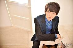 【モデルプレス】俳優・古川雄輝(27)が、本格ブレイクの兆しを見せている。古川といえば、不朽の恋愛バイブルと呼ばれる人気マンガ「イタズラなKiss」をドラマ化した「イタズラなKiss~Love in TOKYO」(2013年※シーズン2は2014年、フジテレビTWO)でIQ200の天才イケメン・入江直樹役を演じた注目株。同作は、日本のみならず中国でも同時配信され、その影響で中国版ツイッターWeiboのフォロワー数が140万人超え、さらに「男神(=「憧れの男性」という意味)」と呼ばれるなど、絶大な支持を得た。今年5月に公開された映画「脳内ポイズンベリー」では主演の真木よう子の相手役で話題を集めたほか、今冬公開のカリスマ的人気コミックの映画化作品「ライチ☆光クラブ」では「帝王」を名乗るゼラ役、そして2016年公開の日韓合作映画「風の色」では主演を、さらにSF映画「太陽」(2016年)の公開も控えるなど、今勢いに乗る。モデルプレスでは今回、ブレイク必至の古川にインタビューを実施し、その素顔に迫った。