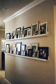 Step By Step DIY Picture Ledge- Would stain instead of painting the wood. Step By Step DIY Picture Ledge- Would stain instead of painting the wood. Perfect for the living room Picture Shelves, Shelves With Pictures, Pictures In Hallway, Room Pictures, Display Pictures, Wall Decor Pictures, Diy Casa, Deco Design, Design Design