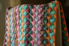 beautiful stitch pattern, awesome colour combination. I would never think to combine these shades, but I love it.