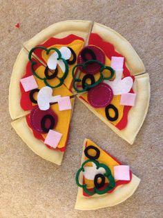Felt Food - Pizza. £5.00, via Etsy.