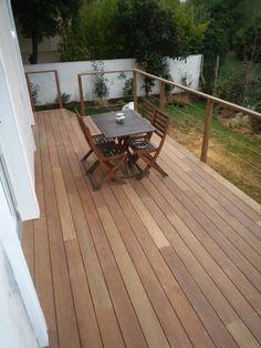 Terrasse sur pilotis avec garde corps en bois