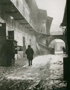 "firsttimeuser: "" Roman Vishniac. Entrance to the Old Ghetto, Krakow San Francisco Museum of Modern Art """