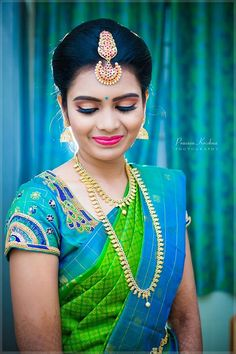 Saree blouse plays an important role in the saree's overall appeal. No matter how beautiful a Bridal saree is, an imperfect bl… Wedding Saree Blouse, Wedding Silk Saree, Wedding Dress, Saree Blouse Neck Designs, Bridal Blouse Designs, Wedding Saree Collection, Saree Look, South Indian Bride, Baby Jewelry