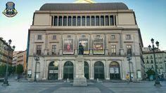 La Plaza de Isabel II. El nuevo coliseo abrió sus puertas el 10 de octubre de 1850, coincidiendo con el cumpleaños de la reina. Ese mismo año se colocó en el centro de la plaza la estatua de Isabel II (wikipedia). Madrid, España.  #plaza #square #teatroreal #estatua #statue #isabelii #opera #madrid #españa #spain