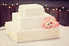 Love this cake! #minneapolisweddingphotographers