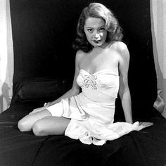 Jane Greer (September 1924 – August was an American film and television actress who was perhaps best known for her role as femme fatale Kathie Moffat in the 1947 film noir Out of the Past. Hooray For Hollywood, Golden Age Of Hollywood, Vintage Hollywood, Classic Hollywood, Vintage Glam, Classic Actresses, Hollywood Actresses, Actors & Actresses, Jane Greer