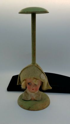 """7 ½/"""" Decorative Heavy Ceramic Base Victorian Doll Stand Name Plate /& Labels"""