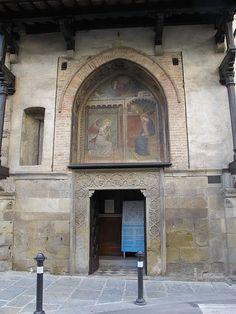 Spinello Aretino - Annunciazione - affresco - 1370 circa -Tabernacolo esterno chiesa Ss. Annunziata,  Arezzo