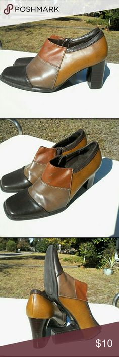 Highlights side zip block heel shoe This is a good pair of Highlights side zip shoe with 2.75 inch block heel in a size 5.5M.   Note:  Black smudge on left shoe instep as seen in photos.  All man-made material. Highlights Shoes Heels