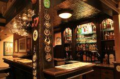 English Pub inspired basement. The dark, brown wood and tin ceilings epitomize the English pub vibe.  Plafond et déco générale