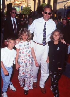 Kevin Costner, Annie Costner, Joe Costner and Lily Costner at event of Waterworld (1995)