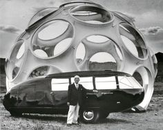 Richard Buckminster Fuller with the Dymaxion Car and the Fly Eyes Dome Norman Foster, Walter Gropius, Bucky, Richard Buckminster Fuller, Lago Michigan, Robert Mallet Stevens, Modernisme, Spaceship Earth, Museum
