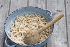 Stíhate ešte májovú: BRYNDZA chutí aj v demikáte, šúľkach i v palacinkách (Recepty) Macaroni And Cheese, Ethnic Recipes, Food, Basket, Mac And Cheese, Essen, Meals, Yemek, Eten