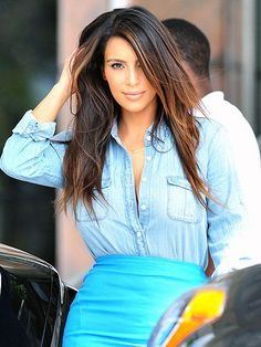 Kim Kardashian Photos - Kim Kardashian wears a cleavage bearing denim shirt tucked into a blue pencil skirt as she does a bit of shopping in Miami. - Kim Kardashian shopping in Miami 2 Kim Kardashian 2012, Kardashian Photos, Kardashian Style, Kardashian Fashion, Hair Highlights And Lowlights, Caramel Highlights, Rhapsody In Blue, Star Wars, Trends