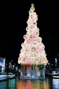 The iconic Christmas tree in O'Connell Street, Dublin. Read all about it here: http://www.essentialtravel.co.uk/blog/top-5-christmas-light-displays-across-uk-and-ireland.html#