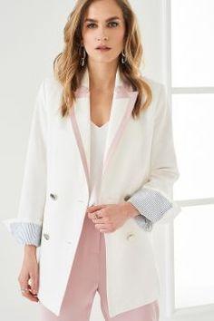 TRENDYOLMİLLA Ekru Yakası Pudra Şerit Detaylı Kadın Ceket https://modasto.com/trendyolmilla/kadin-dis-giyim/br41296ct54