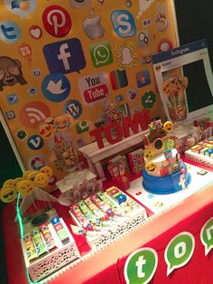 Social Networks / Redes Sociales Birthday Party Ideas | Photo 1 of 16