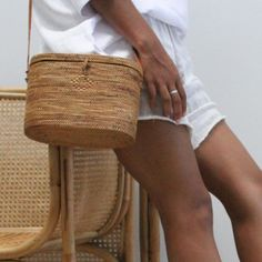 15 stylish woven bag outfits for the summer 8 - 15 stylish woven bag outfits for the summer Jane Birkin, Outfits Spring, Summer Outfit, Style Outfits, Straw Tote, Looks Chic, Basket Bag, Summer Bags, Cloth Bags