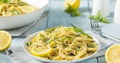 Citrommal és zsemlemorzsával is lehet spagettit készíteni Pasta Linguini, Pizza Und Pasta, Food Trends, Special Recipes, Crepes, Buffet, Food And Drink, Veggies, Eat