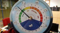 Avec son cadran de 24 heures, cette horloge a été primée en 2006 au concours Lépine. Une invention que l'on doit à une Catalane, Hélène Mentet. Avec ses pictogrammes et ses couleurs représentant chaque moment de la journée, cette horloge permet de se repérer dans le temps sans même savoir lire l'heure.