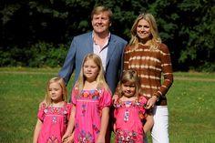 Prins Willem-Alexander en prinses Maxima en dochters