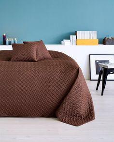 Ágytakarók – széles ágytakaró választék a JYSK.hu-n Chair, Bedroom, Furniture, Home Decor, Decoration Home, Room Decor, Bedrooms, Home Furnishings, Stool
