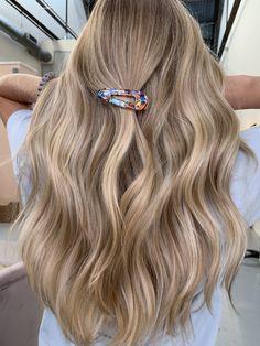 Sandy Blonde Hair, Blonde Highlights On Dark Hair, Blonde Hair Shades, Dyed Blonde Hair, Blonde Hair Looks, Blonde Hair With Balayage, Blonde Hair For Summer, Brownish Blonde Hair Color, Carmel Blonde Hair Color
