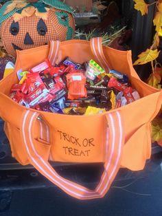 Trick or Treat!  #31 #thirty-one #halloween https://www.mythirtyone.com/robynlipe