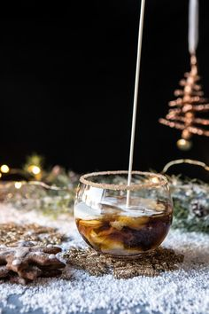 gingerbread white russian discovered by Ʈђἰʂ Iᵴɲ'ʈ ᙢᶓ Christmas Drinks Alcohol, Christmas Cocktails, Fun Cocktails, Holiday Cocktails, Cocktail Drinks, Drink Recipes Nonalcoholic, Drinks Alcohol Recipes, Yummy Drinks, Cocktail Recipes