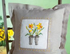 Daffodil free cross stitch pattern from www.coatscrafts.pl