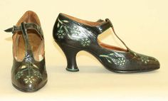 I think these are really quite pretty for shoes from the 1925- Pinned by Anna onto Shoes from metmuseum.org