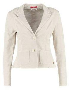 Soliver Blazer Daisy El Blazer De Mujer El blazer fue diseñado por y para el hombre, fue Coco Chanel quien lo introdujo en la moda de los años 20 como prenda femenina, combinada con falda plisada, camisa y corbata.